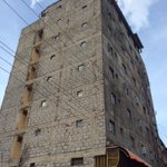 Another DEATH trap in Huruma, this building has structural defects, cracks, and is leaning on one side https://t.co/TAvbtAb1Ty
