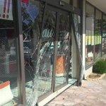 iPhone100台以上が盗難 早朝の和歌山市の販売店 車でガラスに突っ込み侵入 https://t.co/TYmEn3DzOq https://t.co/5LekPKtUow