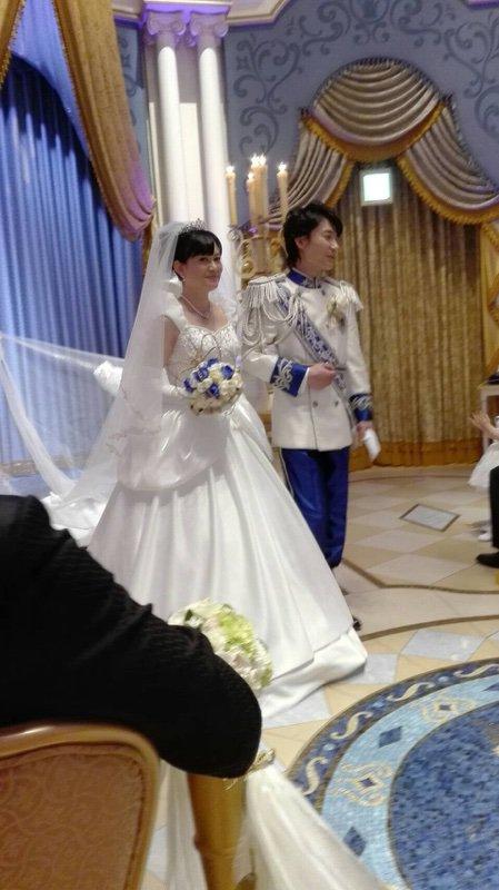 あー!風めちゃくちゃ強くてベールは舞うし、スカート踏むし( °_° )でもとにかく楽しい挙式でした.。*゚\(。•ω•。)/゚*。.ありがとうございました!これから披露宴です☆。.:*・゜楽しんできます! #西又葵・三宅淳一結婚式 https://t.co/TQfQYIl56S