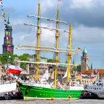 #Hafengeburtstag #Hamburg große Einlaufparade, diese Schiffe sind dabei https://t.co/JYhmFF0u5a https://t.co/r2ETQ7MlnK