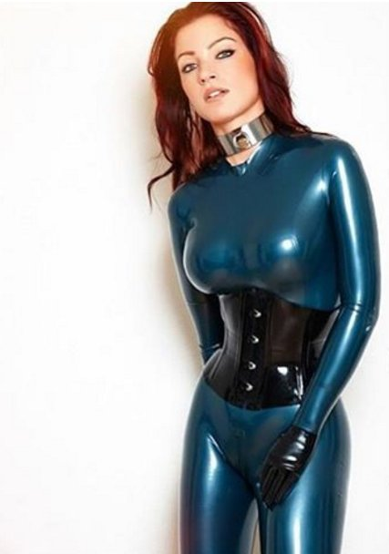 Fetish clad Latex Lucy flaunting big MILF tits while penetrated with dildo № 959556 бесплатно
