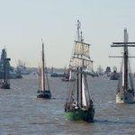 Glückwunsch, Hafen! Bei Kaiserwetter läutet Hamburg den 827. #Hafengeburtstag ein.  via @welt  Fotos: dpa https://t.co/VpHNNJdKpe