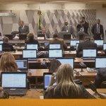 Comissão do Impeachment discute nesta quinta (5) relatório que pede afastamento de Dilma: https://t.co/FFjUhXnHNj https://t.co/WUVQ8fazww