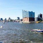 Jetzt dreht die #FregatteBrandenburg und macht an der #Überseebrücke fest. #Hafengeburtstag #Hamburg https://t.co/GknTxQk7Qf