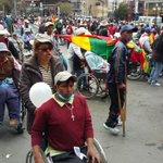 """#EnDirecto Personas con discapacidad llegan al @MinSaludBolivia. """"Que salga la ministra"""", gritan. Colapsa el centro. https://t.co/TB99Qq5yEZ"""