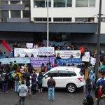 Estudiantes de la UACH marchan por las calles de #valdiviacl en apoyo a los. Pescadores de #chiloe https://t.co/sdbfzpNJWI