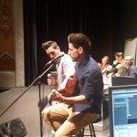 @DmeiOficial cantando muuuuuuy bonito #AmorSinTi en el #TeatroPrincipal de #Castellón con @atrevetedial https://t.co/rm7sM0fVlf