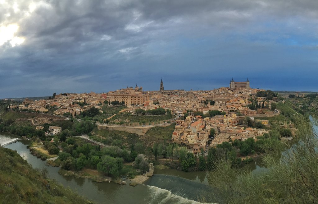 Hello Toledo, you crazily beautiful city! We'll be eating up history & food in this gastronomy capital #InLaMancha https://t.co/gy2gBIlAlP