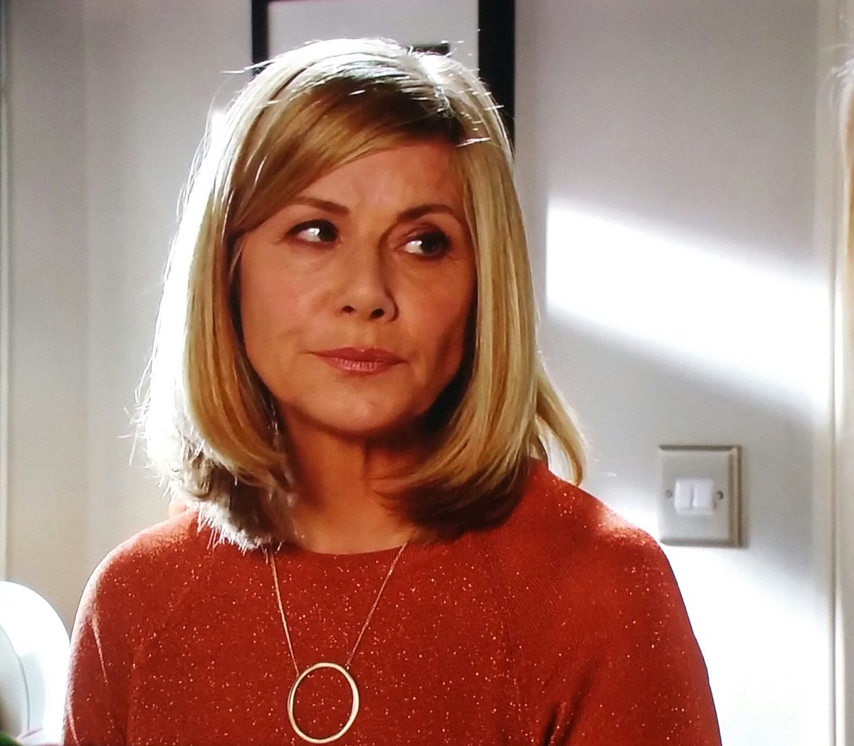 It's getting good @MsGlynisBarber shame it's such a short visit @bbceastenders #Glenda #Eastenders https://t.co/odpWNRe2vq