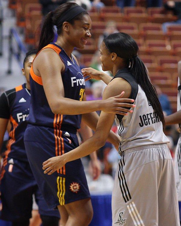 Former @UConnWBB players @_BonnBonn & @M_Tuck3 embrace before the @ConnecticutSun v @SAStars @WNBA exhibition game https://t.co/DZEWuinU4Q