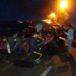 Así responden los chilotes a las fuerzas especiales, así apoyan a los pescadores Barricadas de música #Chiloe https://t.co/3jGcMb7S12