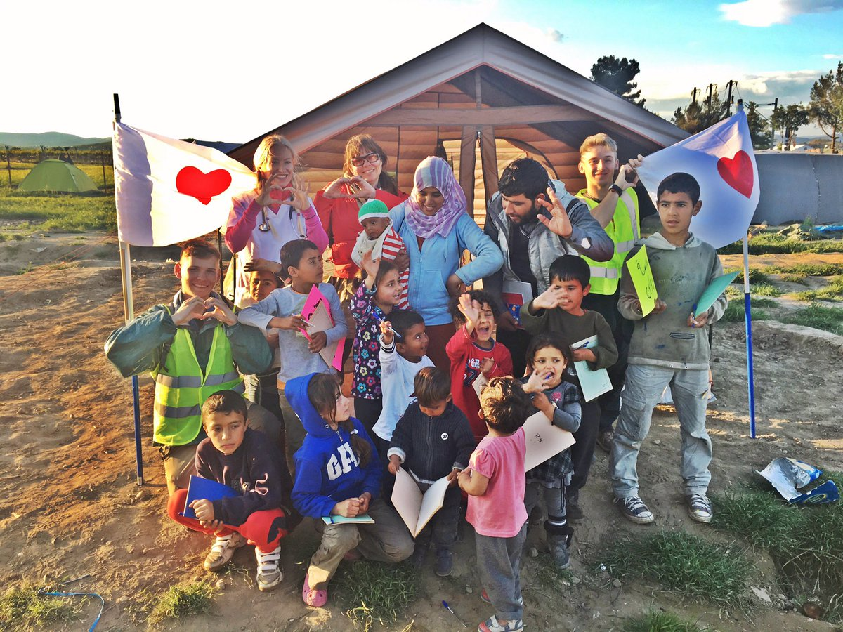 """Opening small school at Idomeni camp - normalcy in the """"Un-normal"""" #No2Rouhani #SyrianRefugees #thirdwavevolunteers https://t.co/qa0O6gmxk5"""