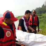 First body recovered at noon not far from the helicopter wreckage at Sg Batang Sadong #Sarawak heli tragedy https://t.co/kirSKfJgoU