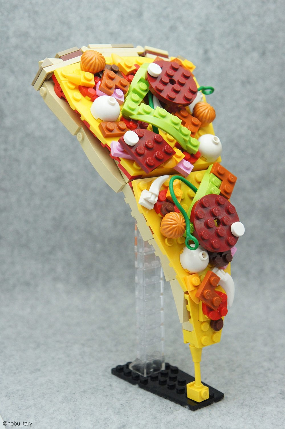 Japanese Lego creator Tary sculpts delicious-looking collections of food made entirely from Lego blocks. https://t.co/xlAnJQQLyt