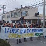 Chilotes en Concepción funan SERNAPESCA y cortan tránsito en Talcahuano https://t.co/UA5y4qQOFj https://t.co/oY38oNgeuh