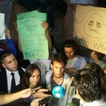 Ocurrió anoche: Alumnos fueron asistidos por malestar. https://t.co/srBVRo6wZ5 #TomadeColegios https://t.co/PmDFqAaevA