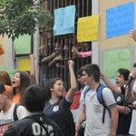 Estudiantes levantan toma de Colegio República Argentina https://t.co/0QlWd8WVj6 https://t.co/IYMIcv1FqJ