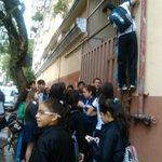 Estudiantes forman cadena humana en el Asunción Escalada. https://t.co/yoQyOhXbUl #TomadeColegios https://t.co/LxoygJRuUg