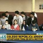 AHORA ⚠ Abandonaron el aula los estudiantes que permanecieron 4 días #TomaDeColegios. #RPC #LasNoticiasPrimero https://t.co/dwjRNsQT29