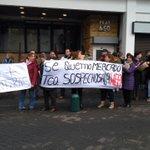 AHORA: Locatarios del mercado municipal de Temuco exigen lugar para instalarse en la ciudad (foto @cristian_cerna) https://t.co/FwplMLo0OF