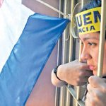 #TomadeColegios Hija de vendedor de zapatos en la revuelta que tumbó a ministra https://t.co/MONlAvkUA0 https://t.co/gK06ka6V4h