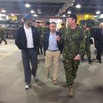 Le ministre de la Défense en espadrilles pour une visite du 5ème Groupe-brigade mécanisé de Valcartier #FM93 https://t.co/5KDIscOC5s