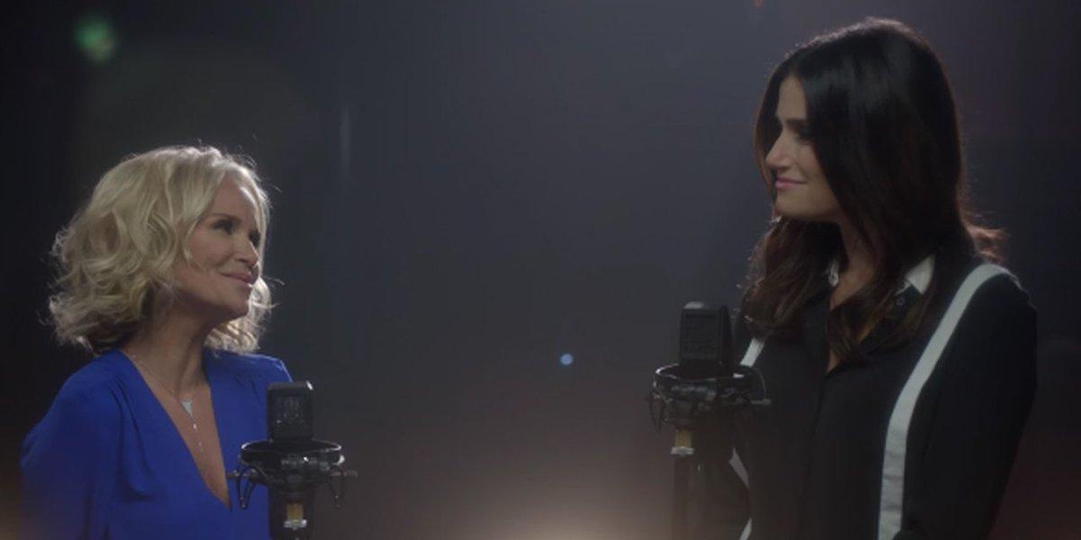 WATCH: Original @WICKED_Musical stars #KristinChenoweth & #IdinaMenzel reunite to sing → https://t.co/ktKCxu7EpX https://t.co/9BonzUYsyO
