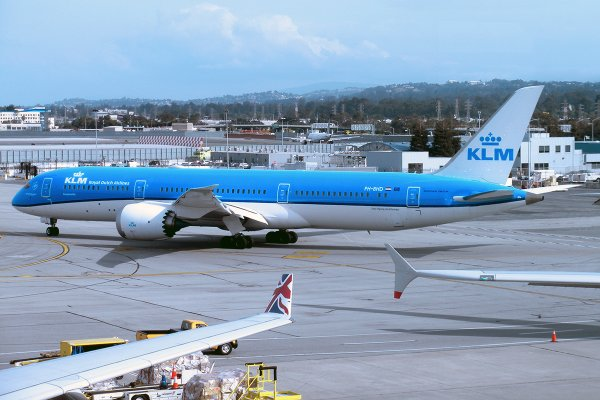 RT @AirwaysNews: ICYMI: @KLM Debuts the 787-9 Dreamliner in its @FlySFO Route.
