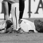 Bugün oynanan Dinamo Bükreş-Viitorul maçında yere yığılan Patrick Ekeng, kaldırıldığı hastanede hayatını kaybetti. https://t.co/d2Sn9MKTGx