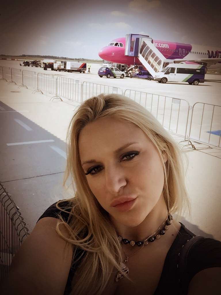 Muah! ? My kind of plane ... It has #HotPink in the colors. Hear you later when I'm back in Spain. #Barbie