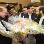PM Nawaz Sharif has visited Gillani House and congratulated Yousaf Raza Gillani on recovery of his son Hiader Ali. https://t.co/DG31ttiWkP
