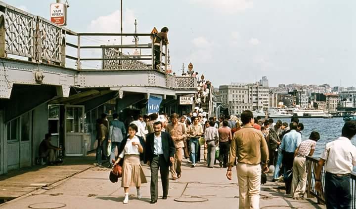 Galata Köprüsü'nün alt katı (1980'ler) https://t.co/EHFiWDA3zU