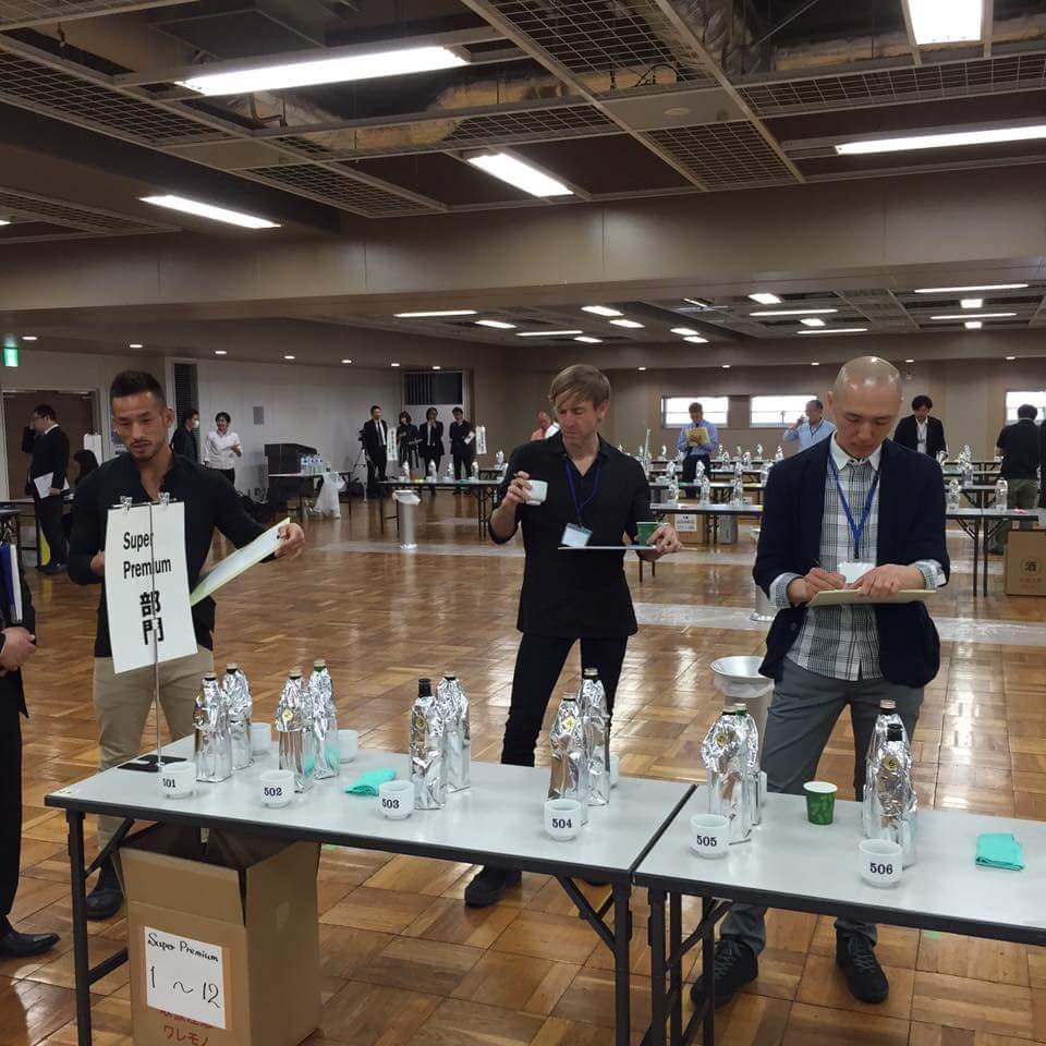 リッチー・ホーティンと中田英寿が日本酒飲んでるってすげえ面白いなあ。 https://t.co/oUguoLS4V1