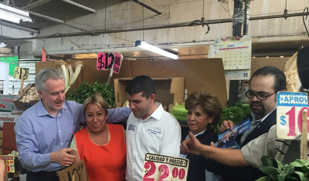 Recorriendo el mercado de Becerra en #Tacubaya #ConstituyenteContigo https://t.co/vnO3kklbDJ