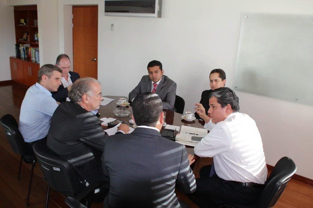 Gobernadores y alcaldes, se reúnen con MinMinas para hablar sobre la prestación de energía en la #RegiónCaribe https://t.co/jUi7uyBja8