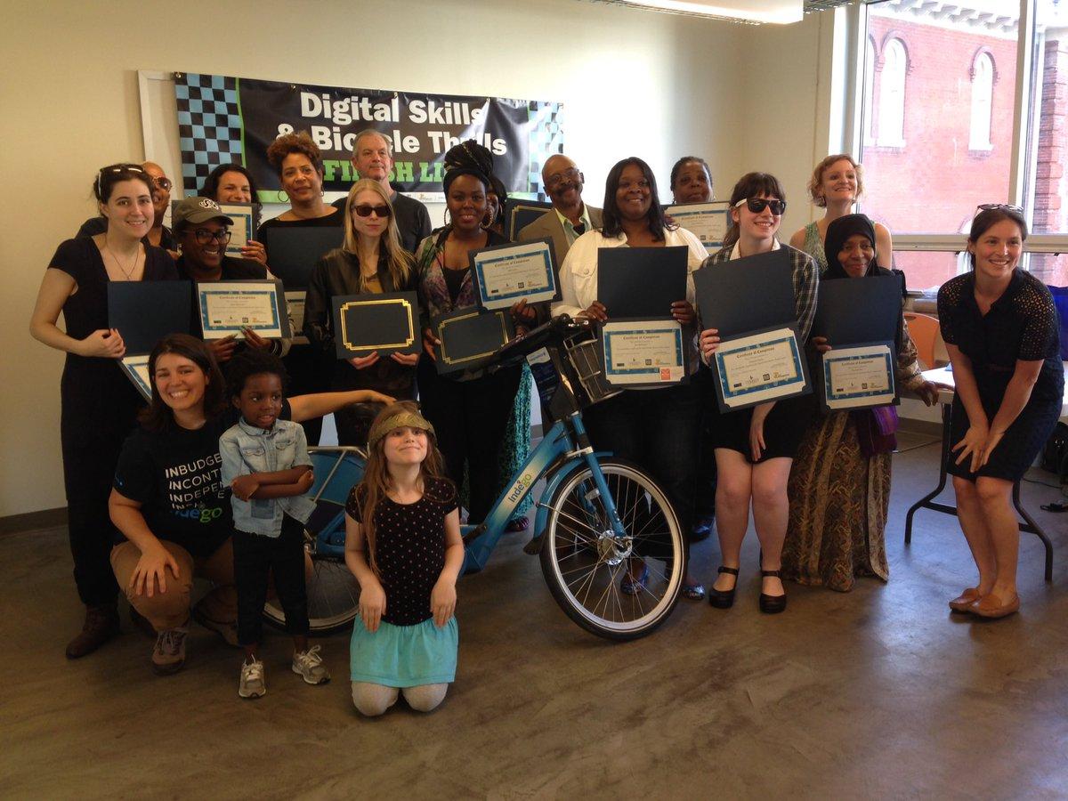 Congratulations #DigitalSkillsAndBicycleThrills graduates!  #DigitalLiteracy #RideIndego https://t.co/v7gCiPwghr