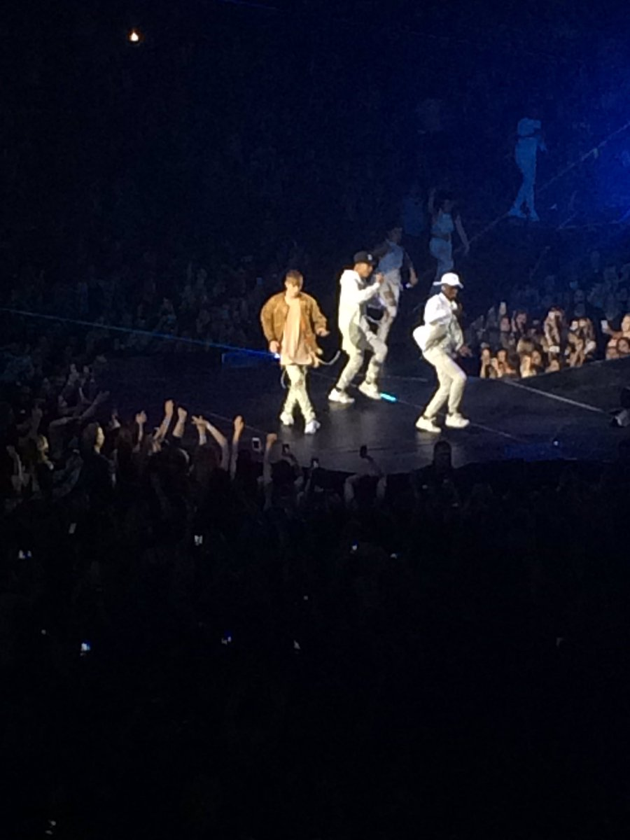 .@justinbieber with an incredible introduction!!! #PurposeTourToronto https://t.co/s92au8VIMY