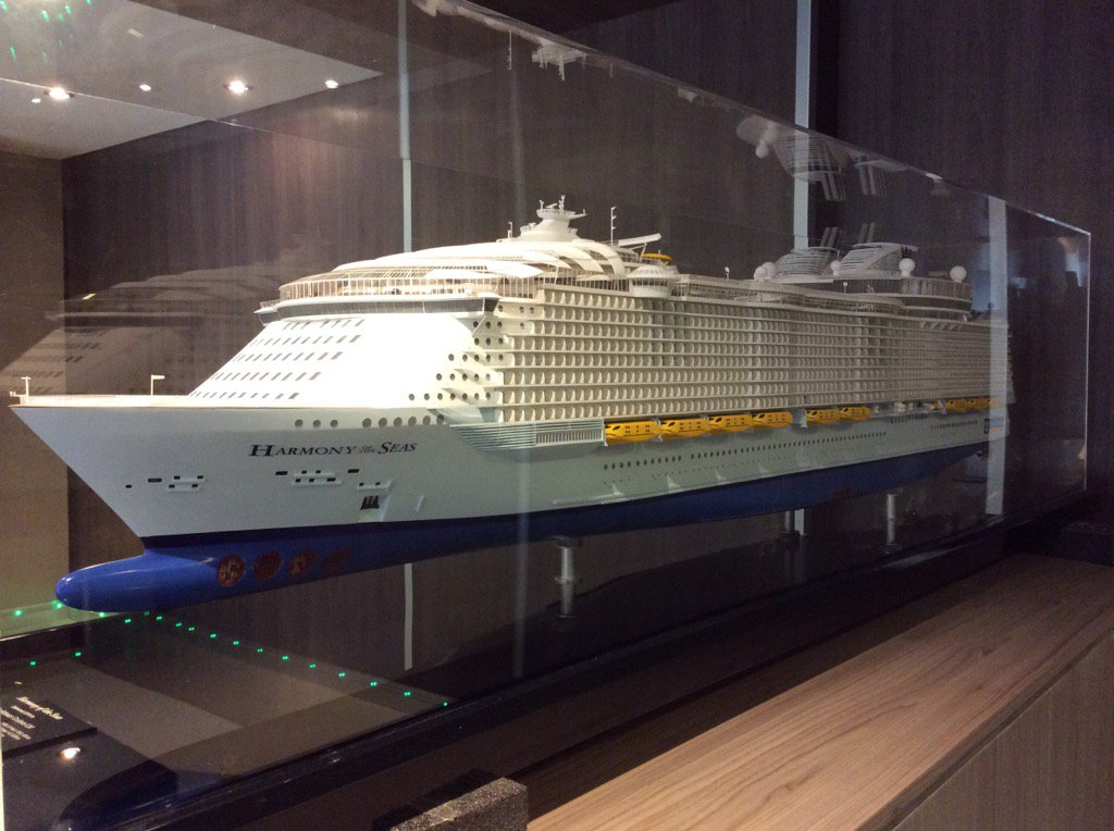 Good morning World, this is Harmony of the Seas calling! Check out the 200:1 model of the ship, deck 15 aft lobby https://t.co/lI9dqjsa5D