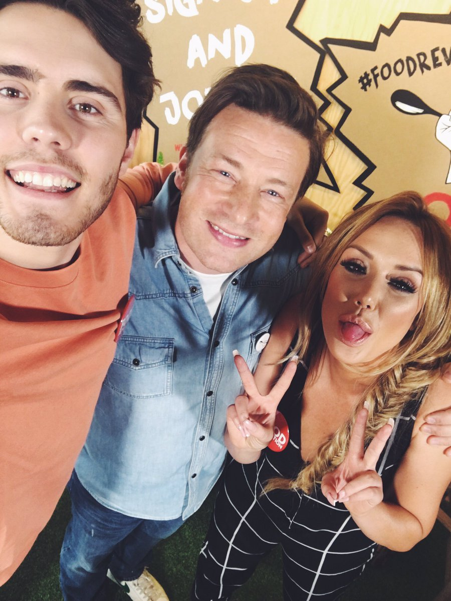 RT @PointlessBlog: Spent the morning with @jamieoliver & @Charlottegshore for #FoodRevolution https://t.co/8BXxYT71ix