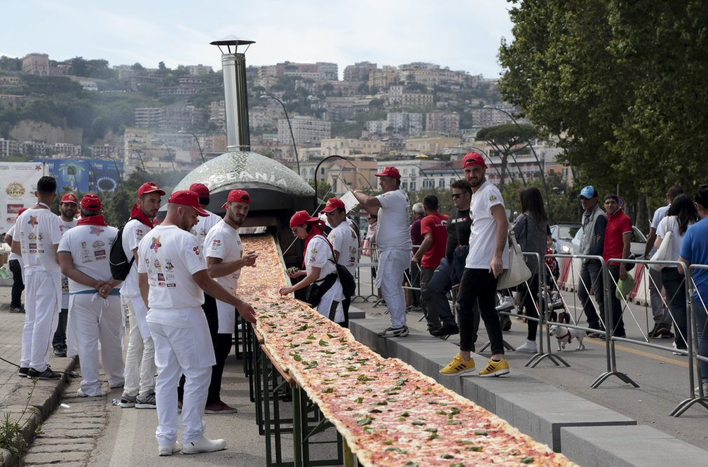 The guys in Naples absolutely laid the gauntlet down, the worlds largest pizza... What can we do??? #pizza https://t.co/jJvmPB7bqh