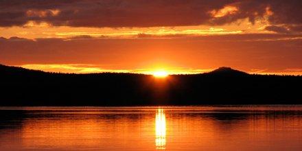 Från och med idag, fram till 21/7 går solen vid Sveriges nordligaste punkt inte under horisonten #Midnattssol https://t.co/4muVQbJbfm
