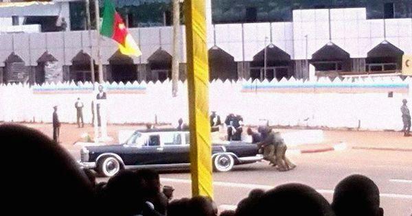 En pleine fête nationale camerounaise, la limousine de Paul #Biya tombe en panne https://t.co/j55O4o665r