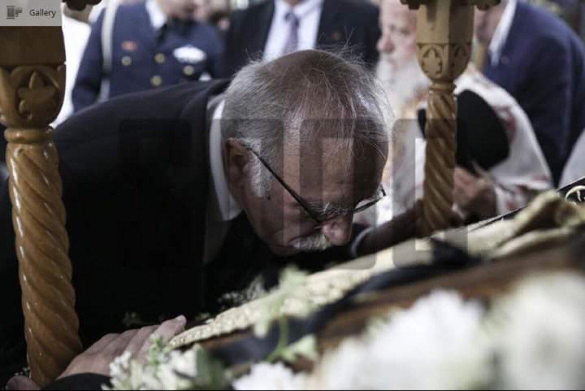 Λολ καραγκιόζηδες, ο Βίτσας είχε ορκιστεί με πολιτικό όρκο. Σήμερα πόνεσε η μέση του και έσκυψε στην Παναγία Σουμελά https://t.co/TYUPMSWNsX