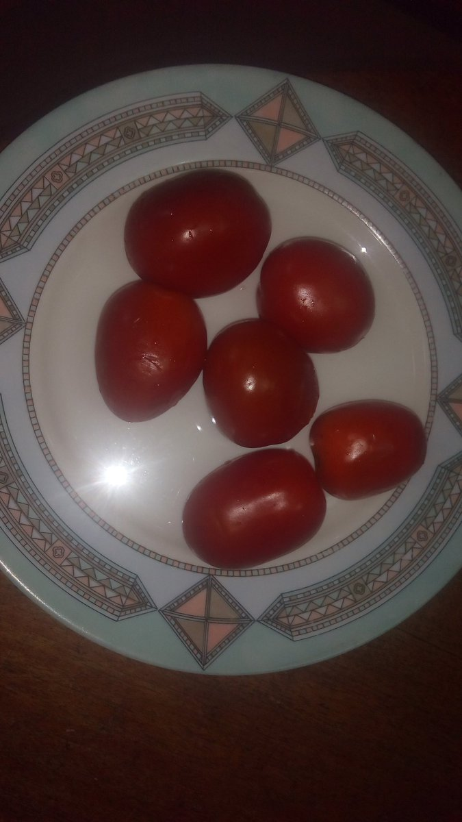 Tomatoes N500. I got 1 jara (1 extra) as per customer. https://t.co/fOw60hmkzP