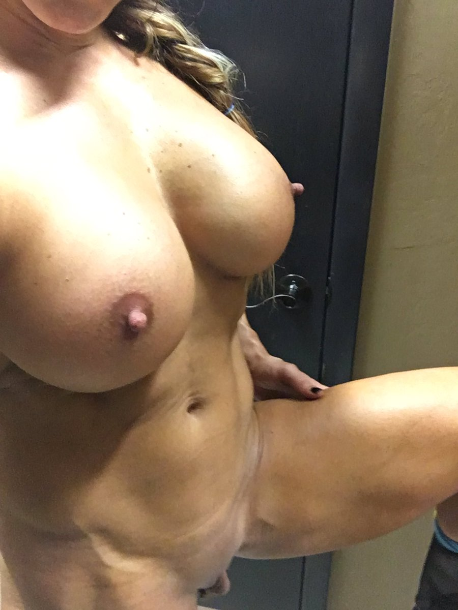 Just finished spray tanning!! Can you see if I missed a spot?😜 Aa55V21taL