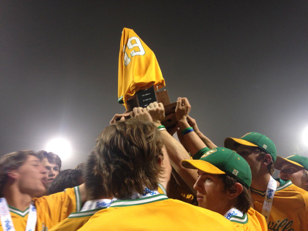 Summerville puts Tripp Rabon's jersey on the state title trophy https://t.co/y7XjeM5GgY