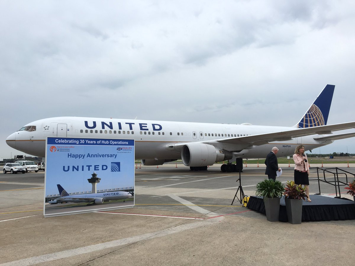 RT @airlinemaps: On the blog, @united opened its @Dulles_Airport hub with just concourse C in May86: