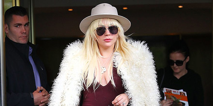 .@ladygaga channels Almost Famous for her weekend look (Is Kate Hudson responsible?)