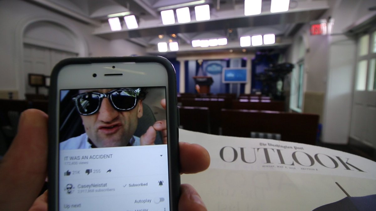 Catching up on @CaseyNeistat while working at the White House https://t.co/a2eNFh85sx