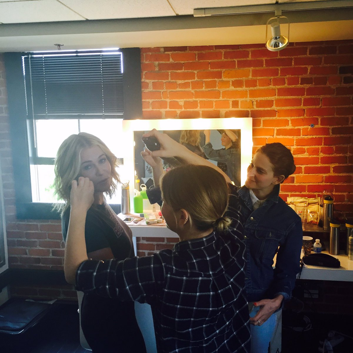 It's game time. @chelseahandler about to film her first @netflix episode. #OnSet #ChelseaShow https://t.co/02q7n1mRdL